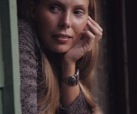 22R-JoniMitchellWindow-Oct1970 copy